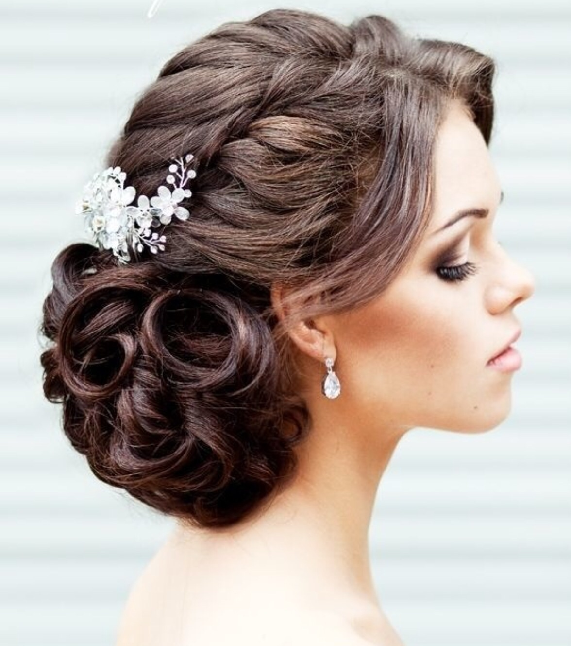 The most beautiful evening hairstyles in the Greek theme. Photo №4