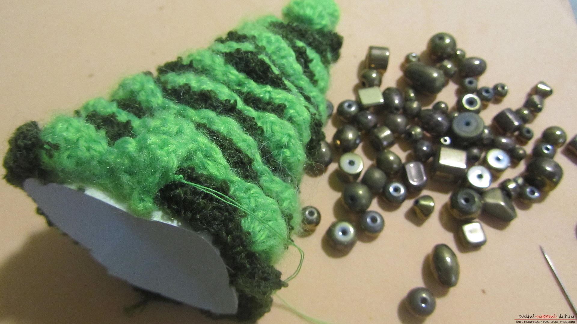 The master class will teach you how to make an original New Year's craft - a crocheted Christmas tree. Photo Number 14