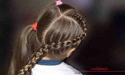 We learn to make beautiful hairstyles for medium hair for girls with our own hands. Photo №13