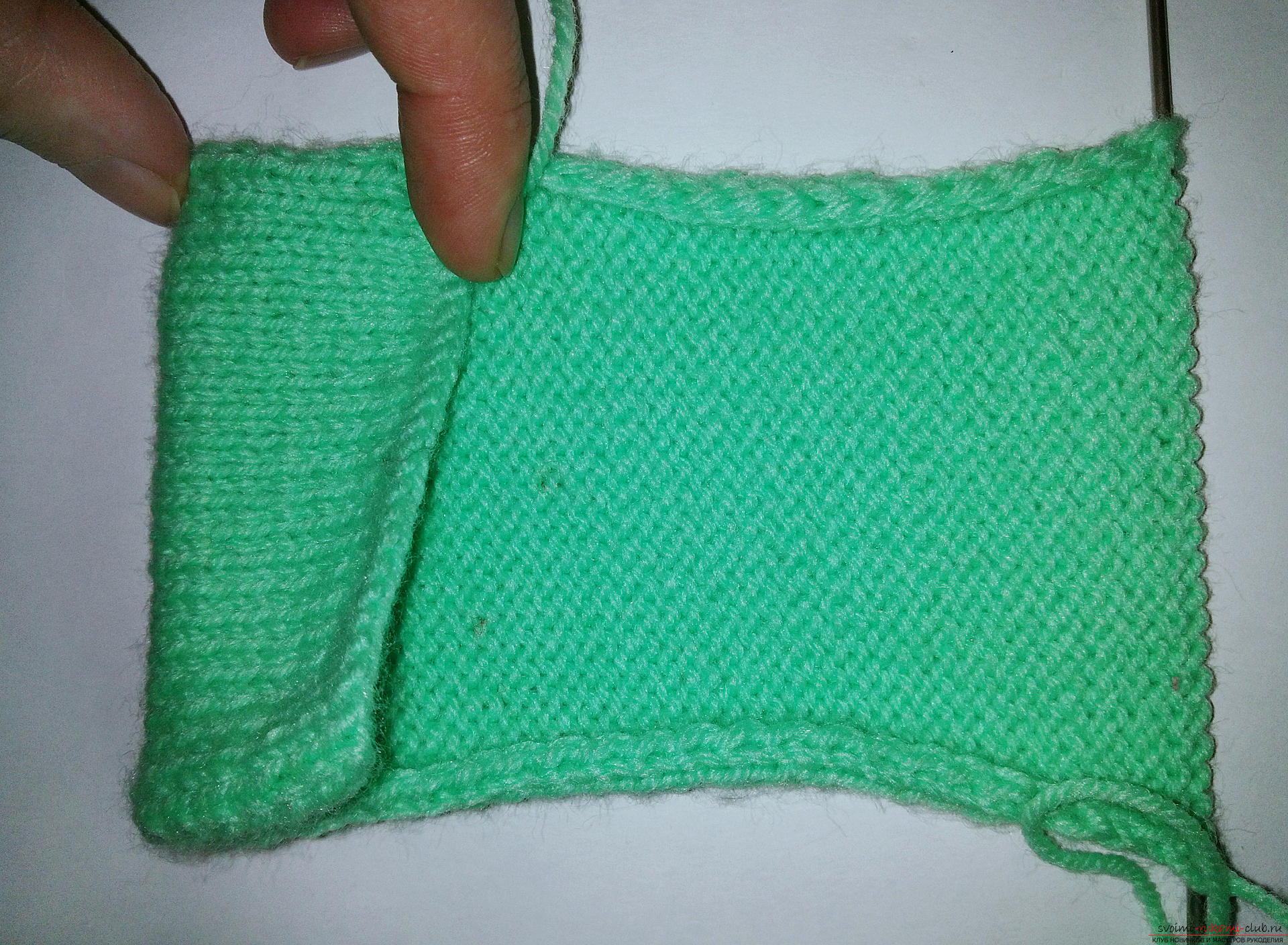 The master class will teach how to tie and how to decorate with your own hands a cover for the phone. Photo №4