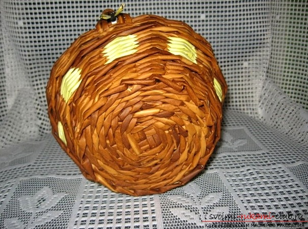 How to create a basket of basket from newspaper tubes with your own hands, which will be a good decor for your home. Photo №5