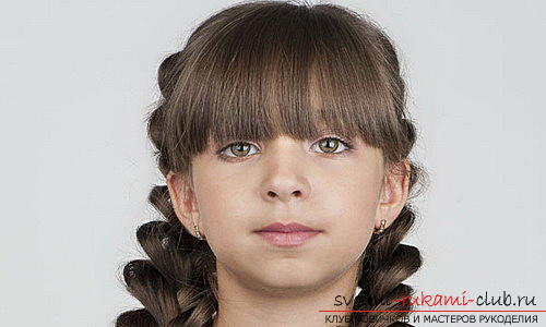 We learn to make beautiful hairstyles for medium hair for girls with our own hands. Photo Number 18