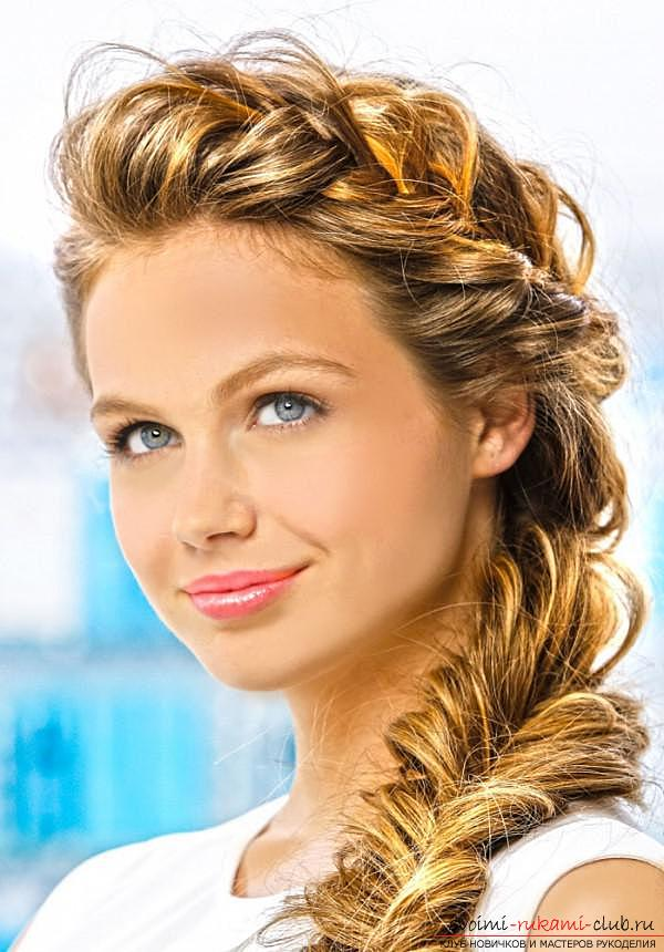 We learn to create interesting hairstyles on the side to medium length hair by our own hands. Photo №7