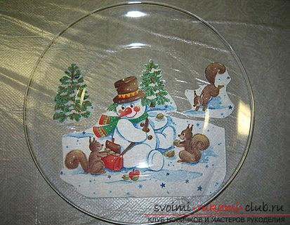 Decoration of a New Year's plate for a Christmas table is a master class of decoupage. Photo # 2