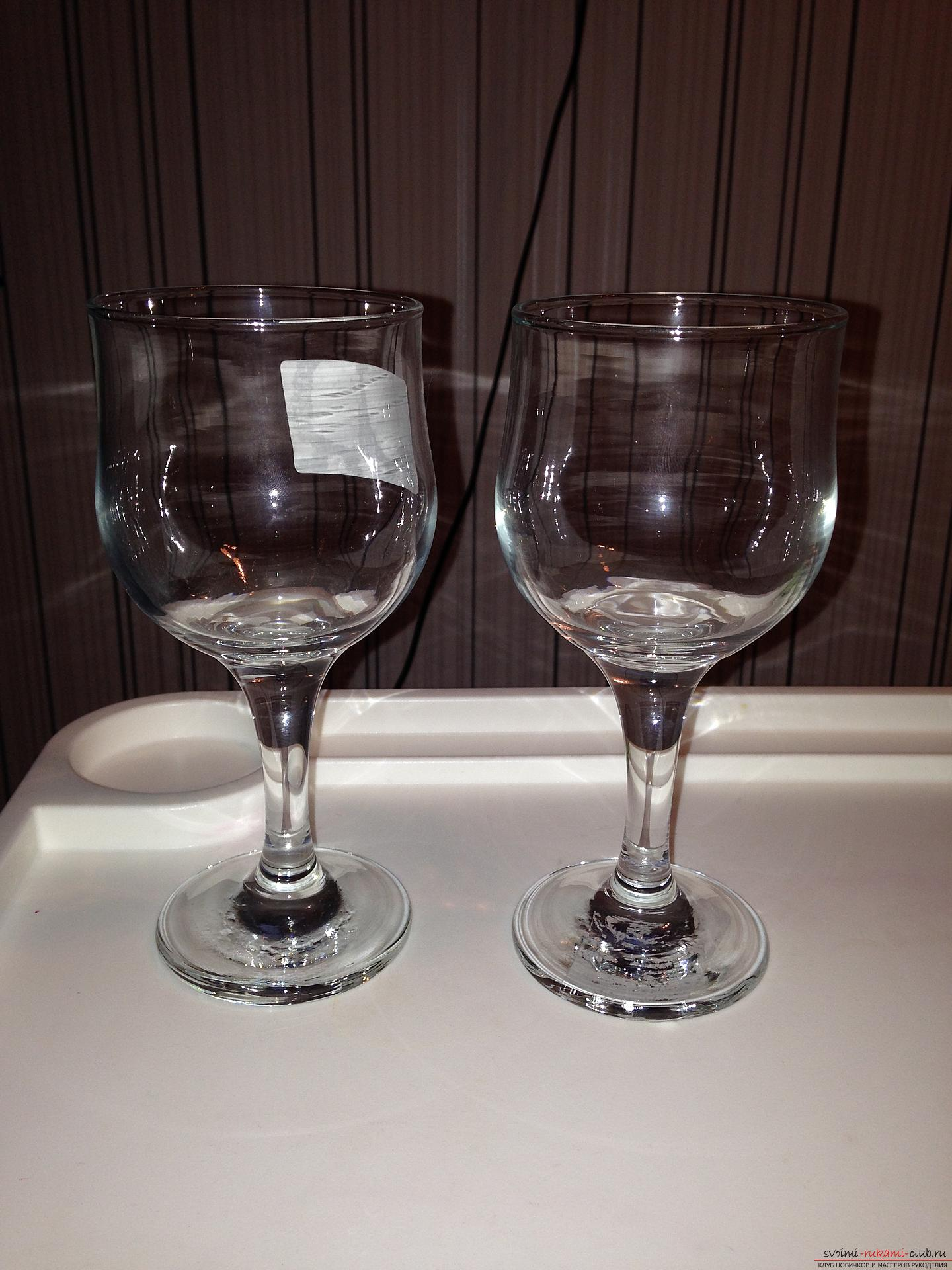 A detailed master class on decoupage teach you how to create beauty with your own hands. Having become acquainted with this description, you will learn how to make a decoupage of beautiful New Year glasses to the festive table .. Photo # 2