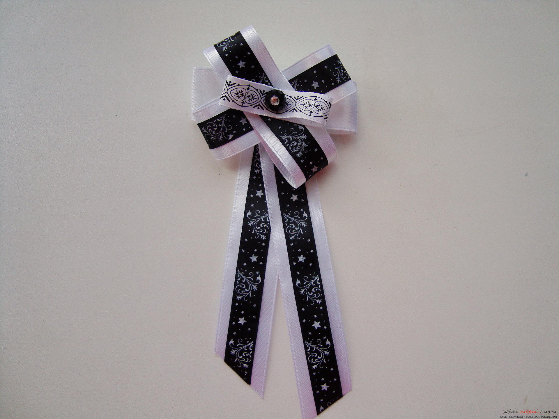 Step-by-step instruction for creating a tie for a girl by September 1. Photo №1