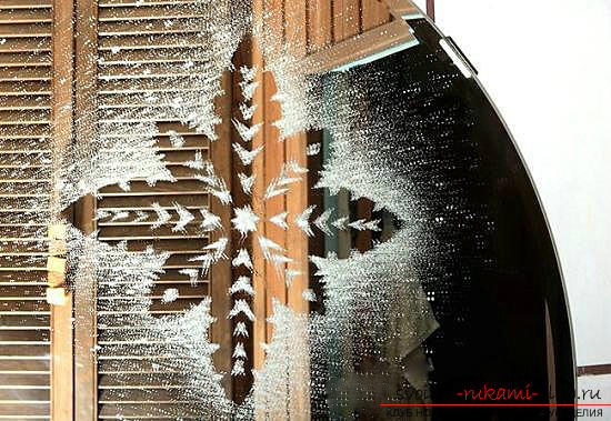New-year stencils on windows, how to decorate a window with paper elements, how to make and what are the ways to use New Year's stencils on windows .. Photo # 3