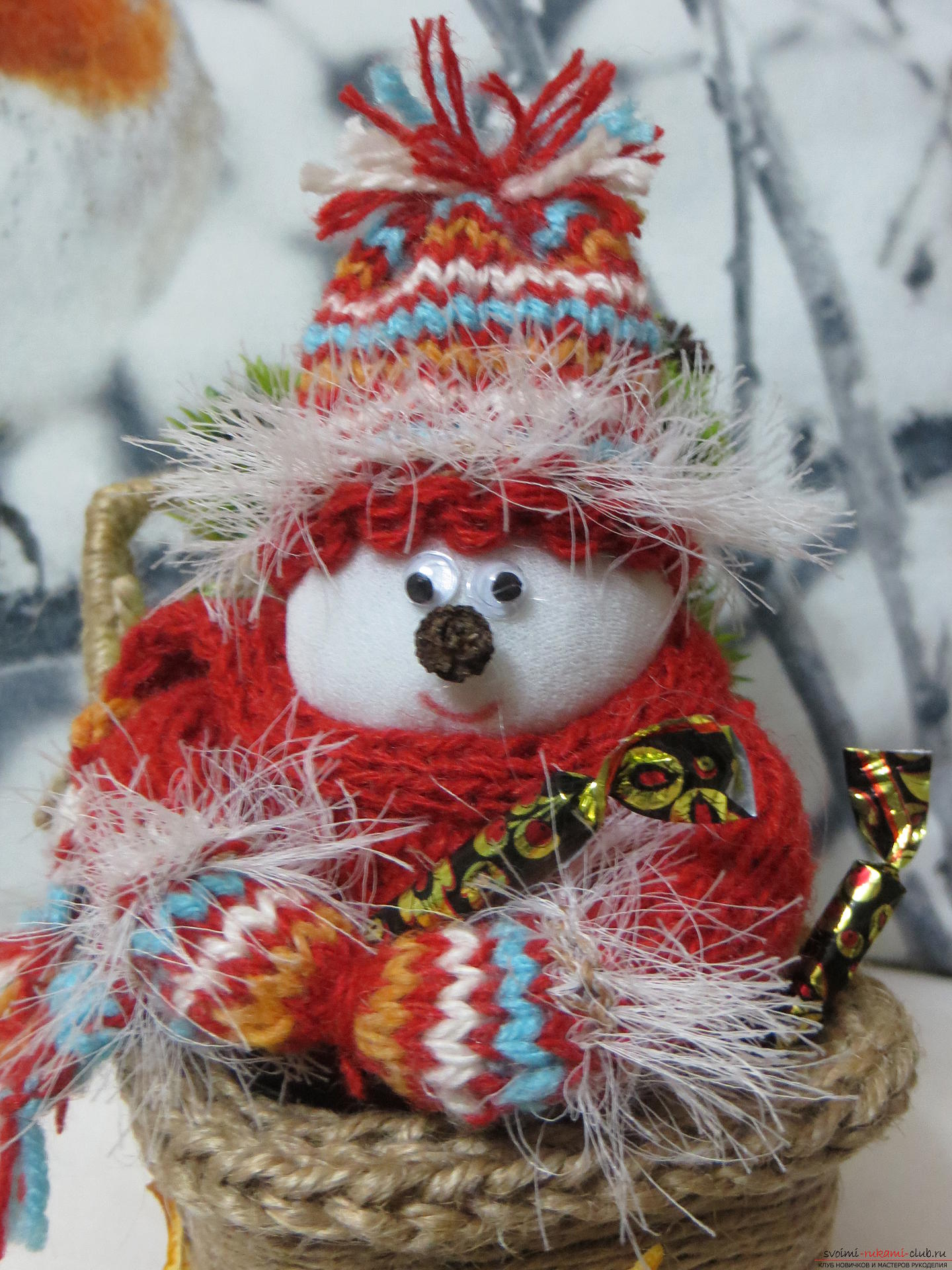 New Year is a wonderful holiday, when the time of miracles comes. New Year's handicrafts adorn the house and bring joy to the children, because the New Year's snowman with gifts will bring the best candies .. Photo №2