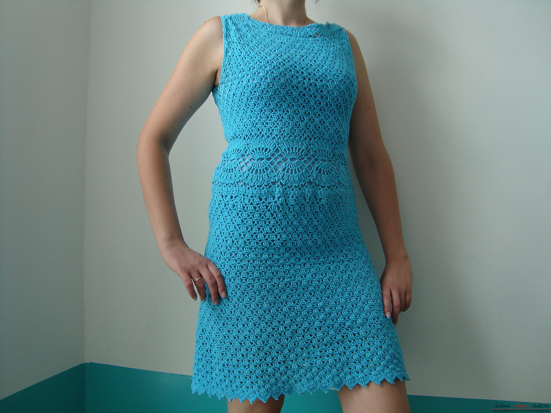 Step-by-step instruction on the binding of a turquoise dress with a crochet. Photo Number 14