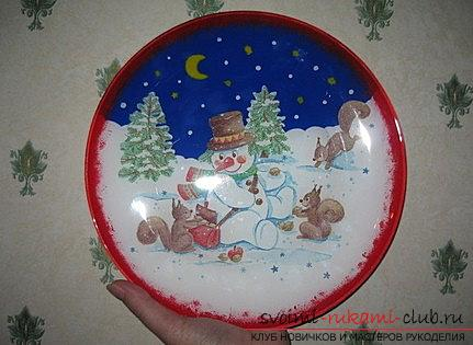 Decoration of a New Year's plate for a Christmas table is a master class of decoupage. Photo №6