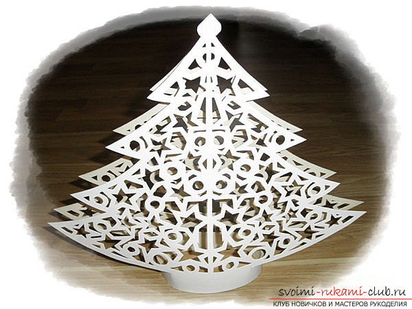 photo examples of the process of making an openwork Christmas tree made of paper. Photo №7