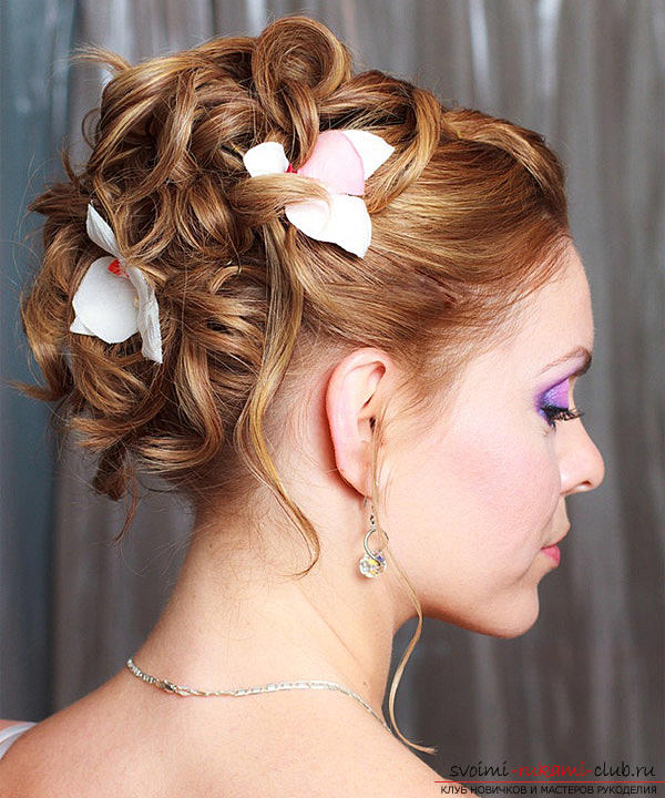 Learn how to make beautiful wedding hairstyles on medium hair with your own hands. Photo Number 9