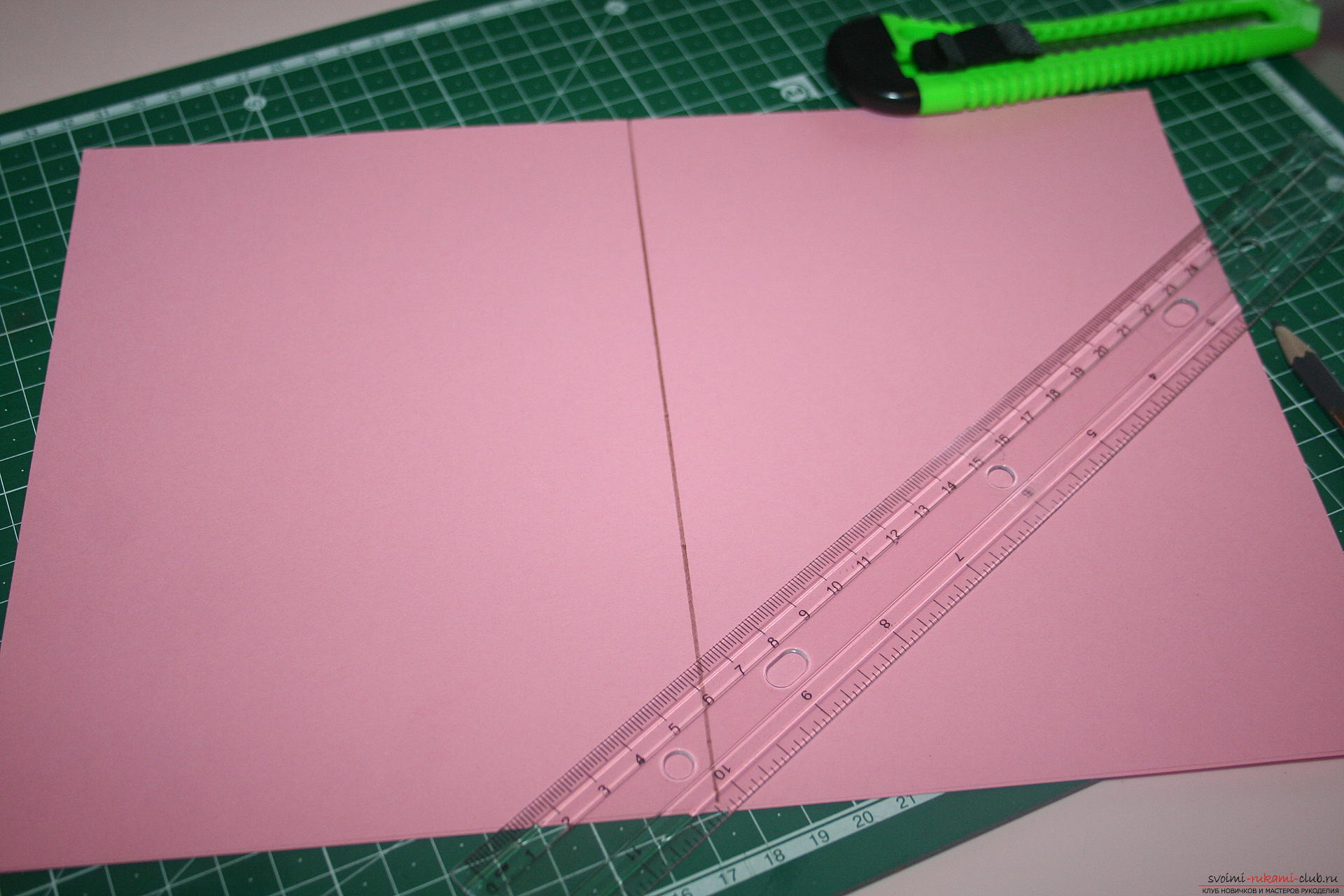 This master class will teach you how to make an original gift for the New Year - scrapbooking notebook. Photo №4