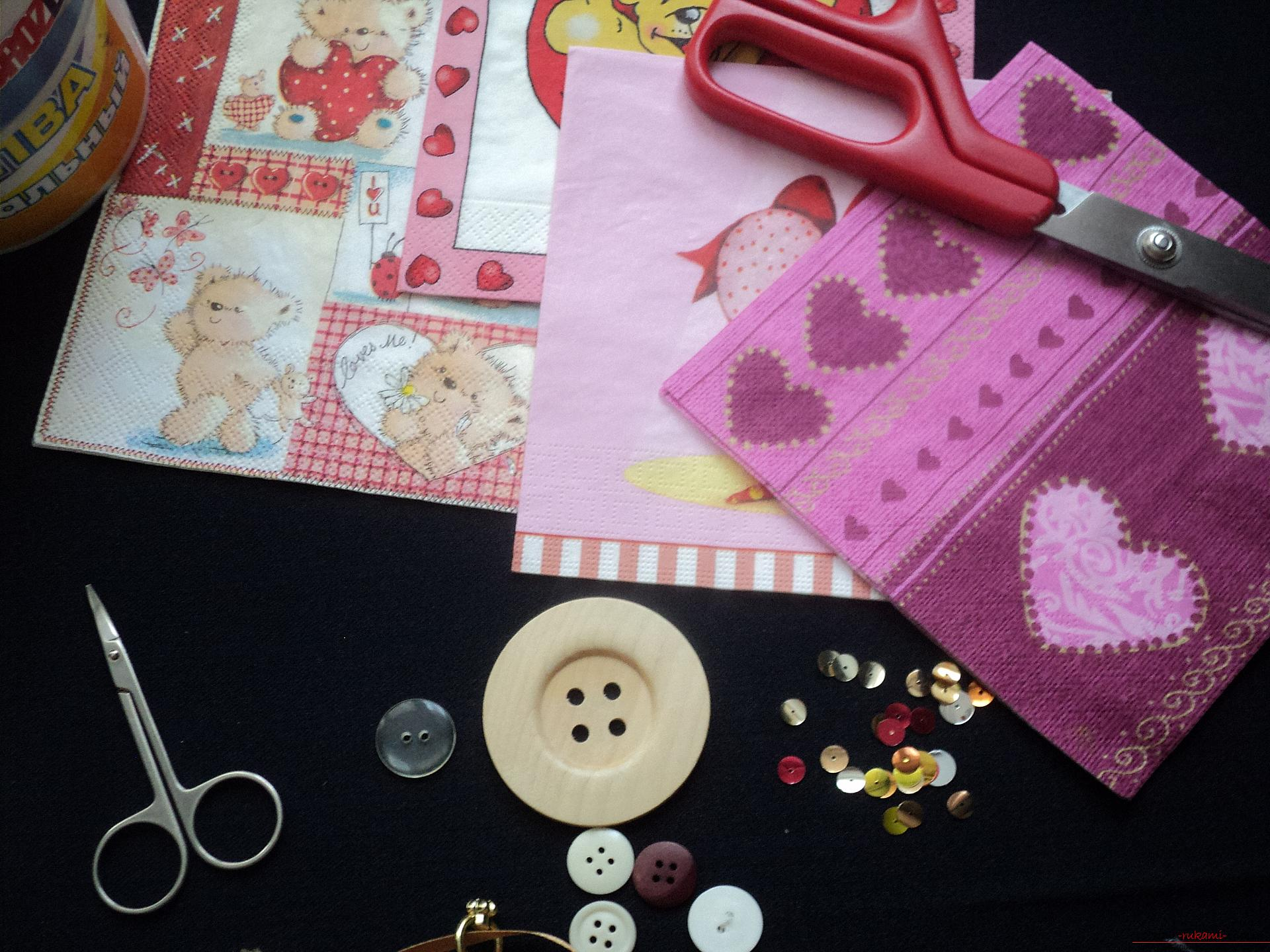 This master class will teach you how to make postcards with Valentine's Day in the technique of decoupage with your own hands .. Photo # 2