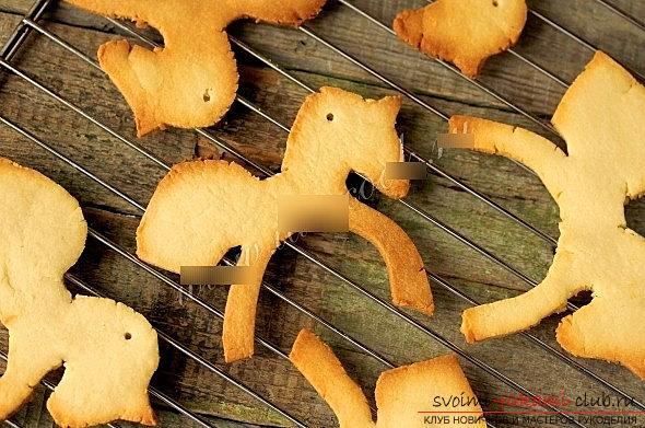 Cookies made of glaze and dough for New Year's holidays - a master class of cookies-horses. Picture №3
