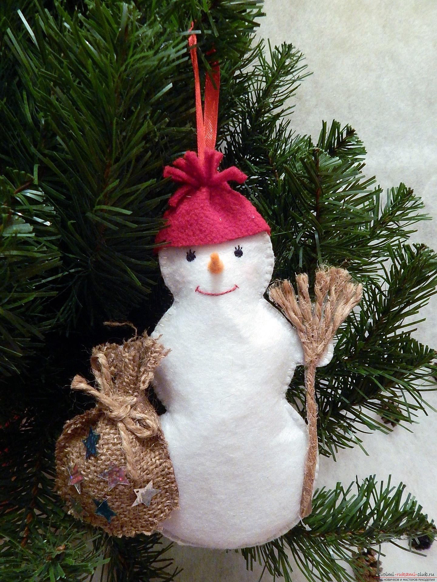 A master class with step-by-step photos will teach you how to make a snowman from felt. Photo №32