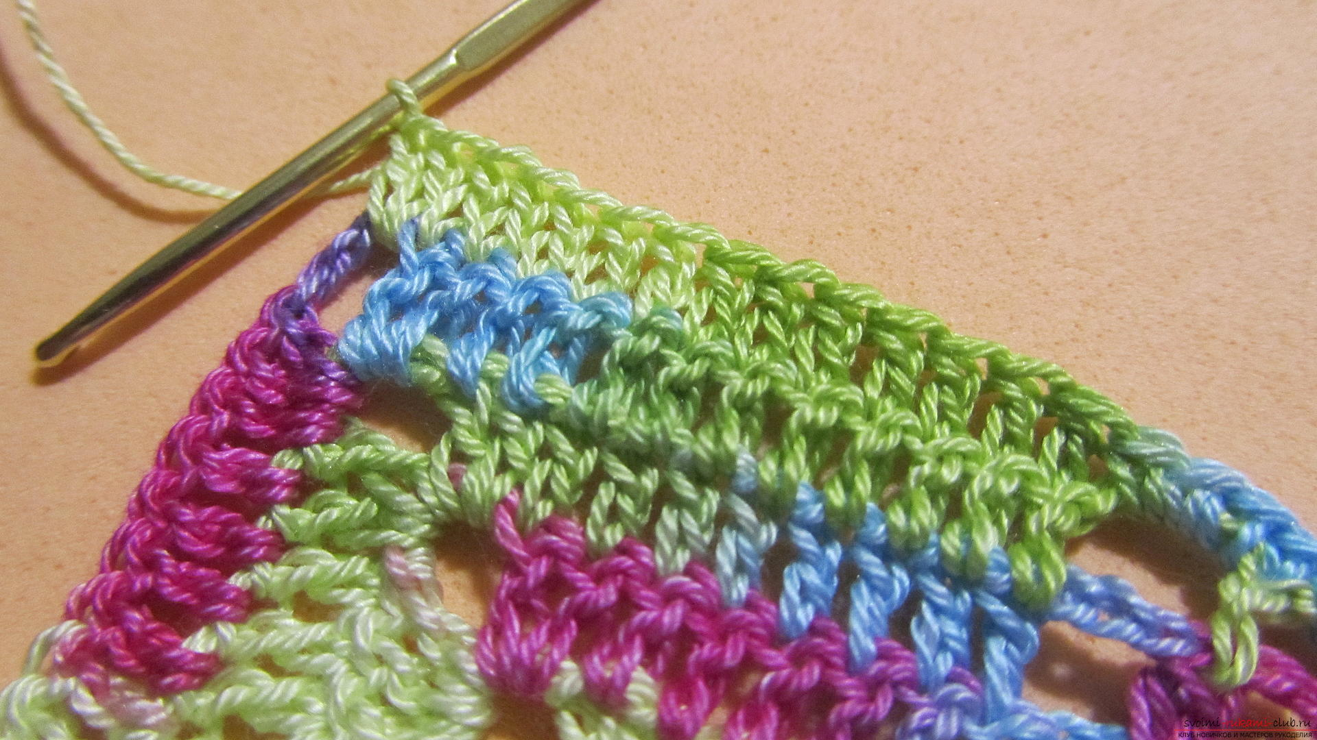This master class with a pattern and description of crochet will teach you how to knit lace with hearts .. Photo # 39