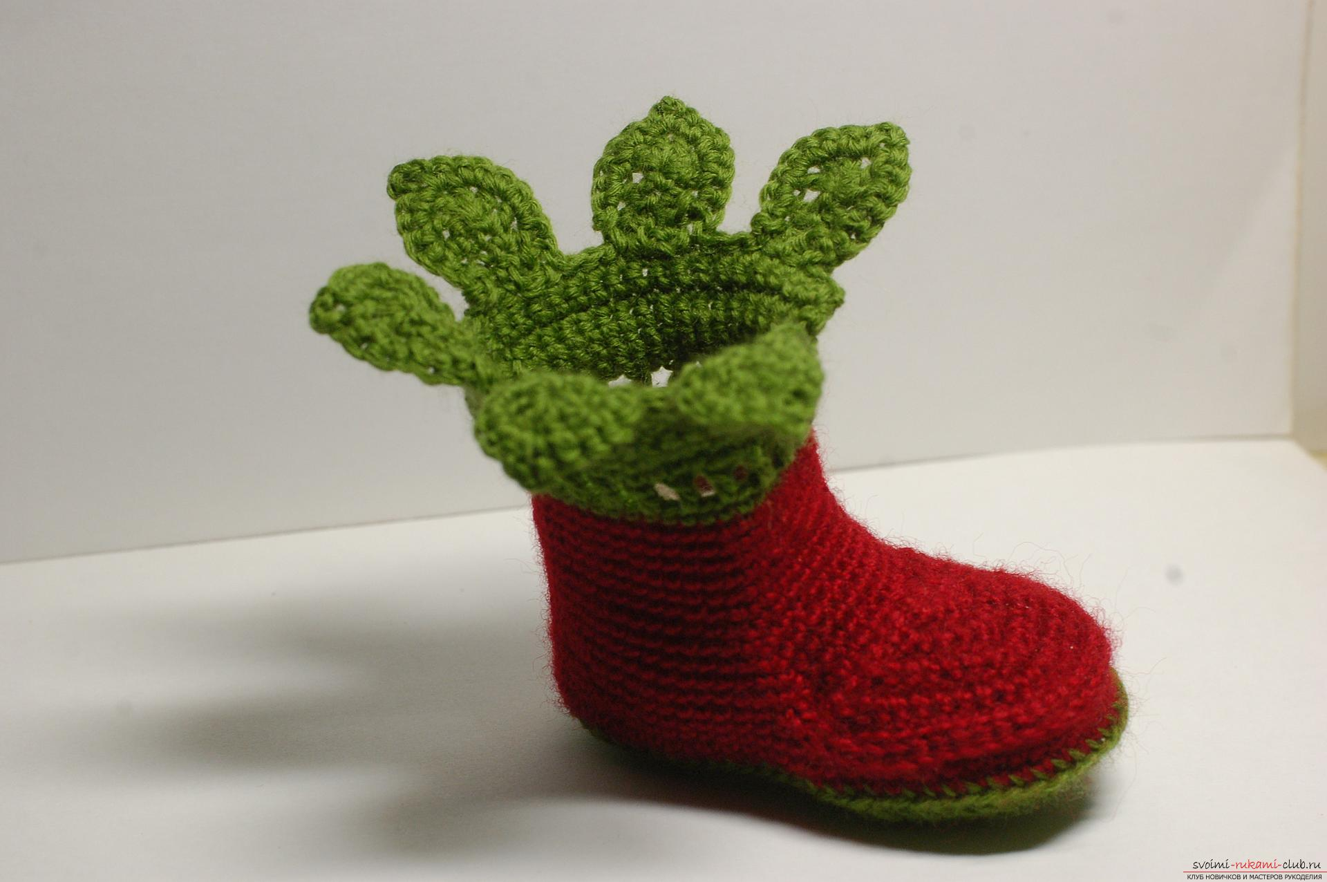 Beautiful booties with knitting needles fit for a newborn or baby up to a year. A detailed diagram with a photo and description will help to connect booties for beginners .. Picture №19