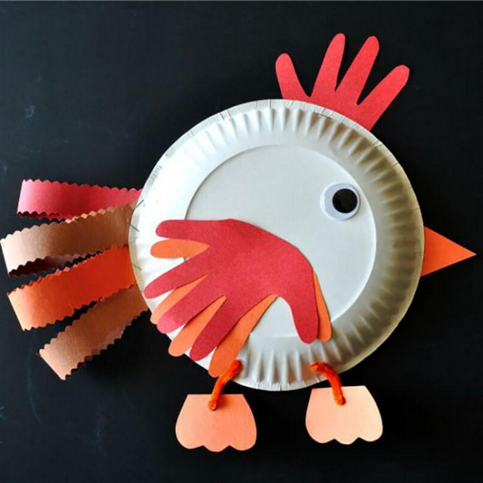 A simple craft with children - a cock from a paper plate