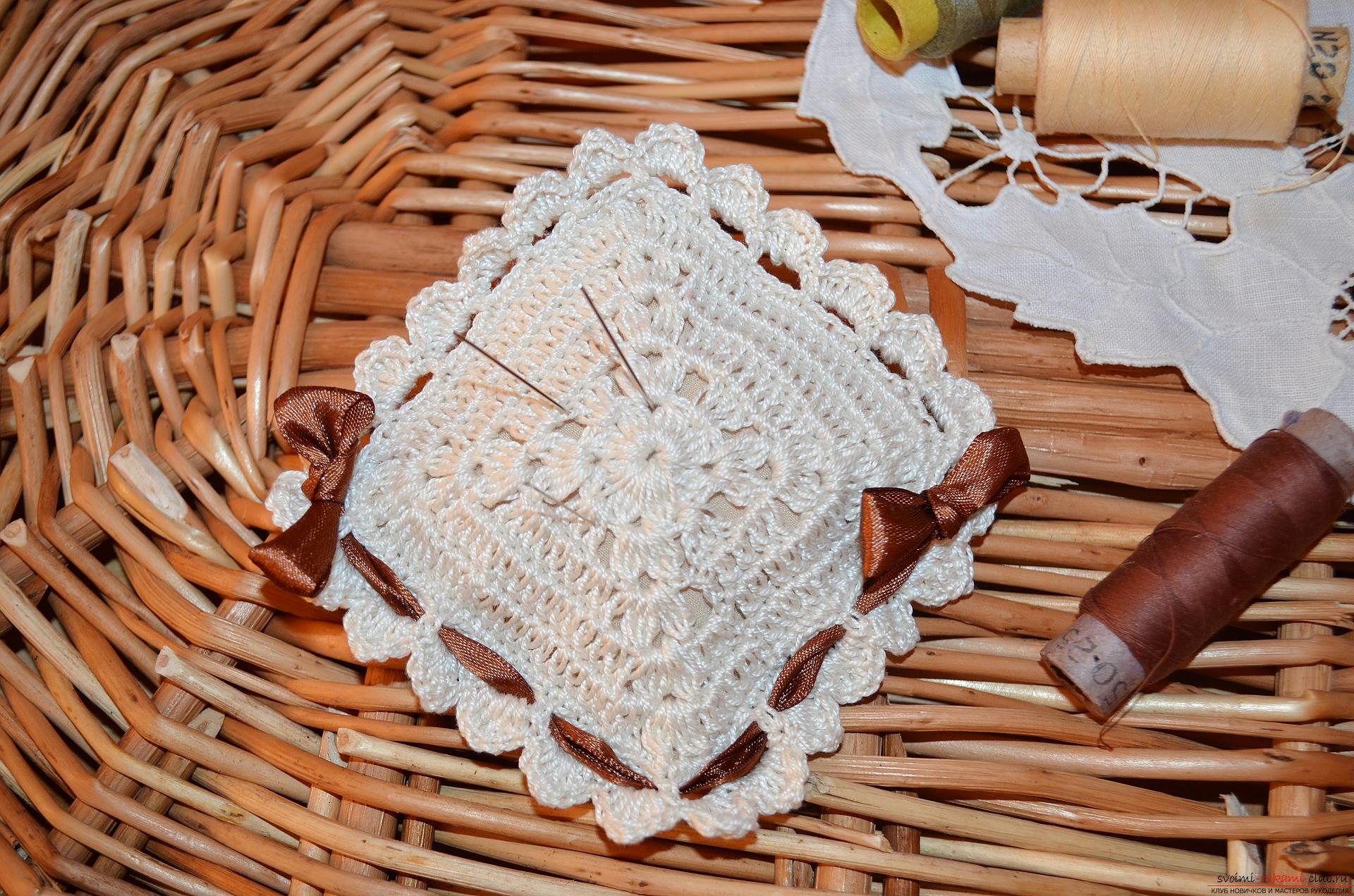 A crocheting lesson for the original cushion-needle bed with step-by-step recommendations and photos. Photo number 20