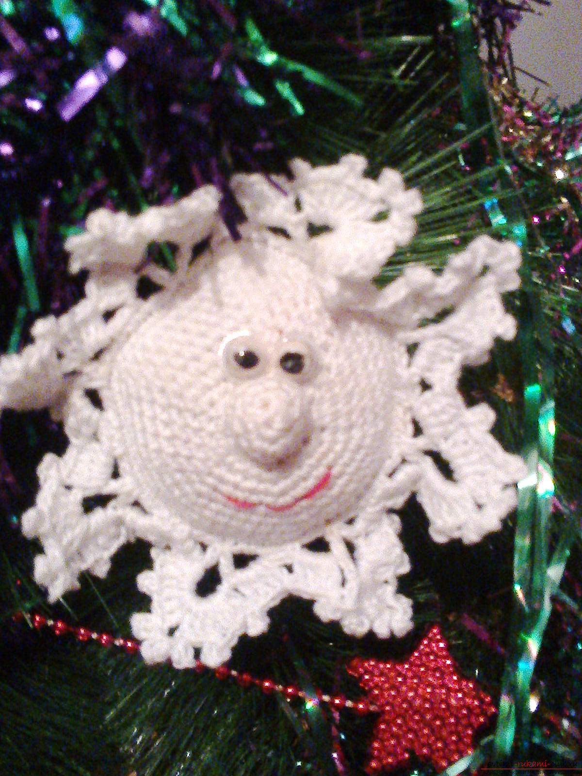 This master class crochet will teach how to knit Christmas toys - snowflakes. Photo №1