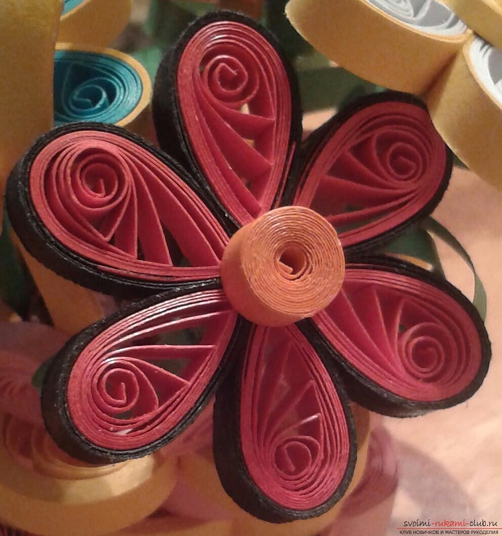 This detailed master-class of quilling colors will tell you how to make your own hands a bouquet in the basket .. Photo # 22