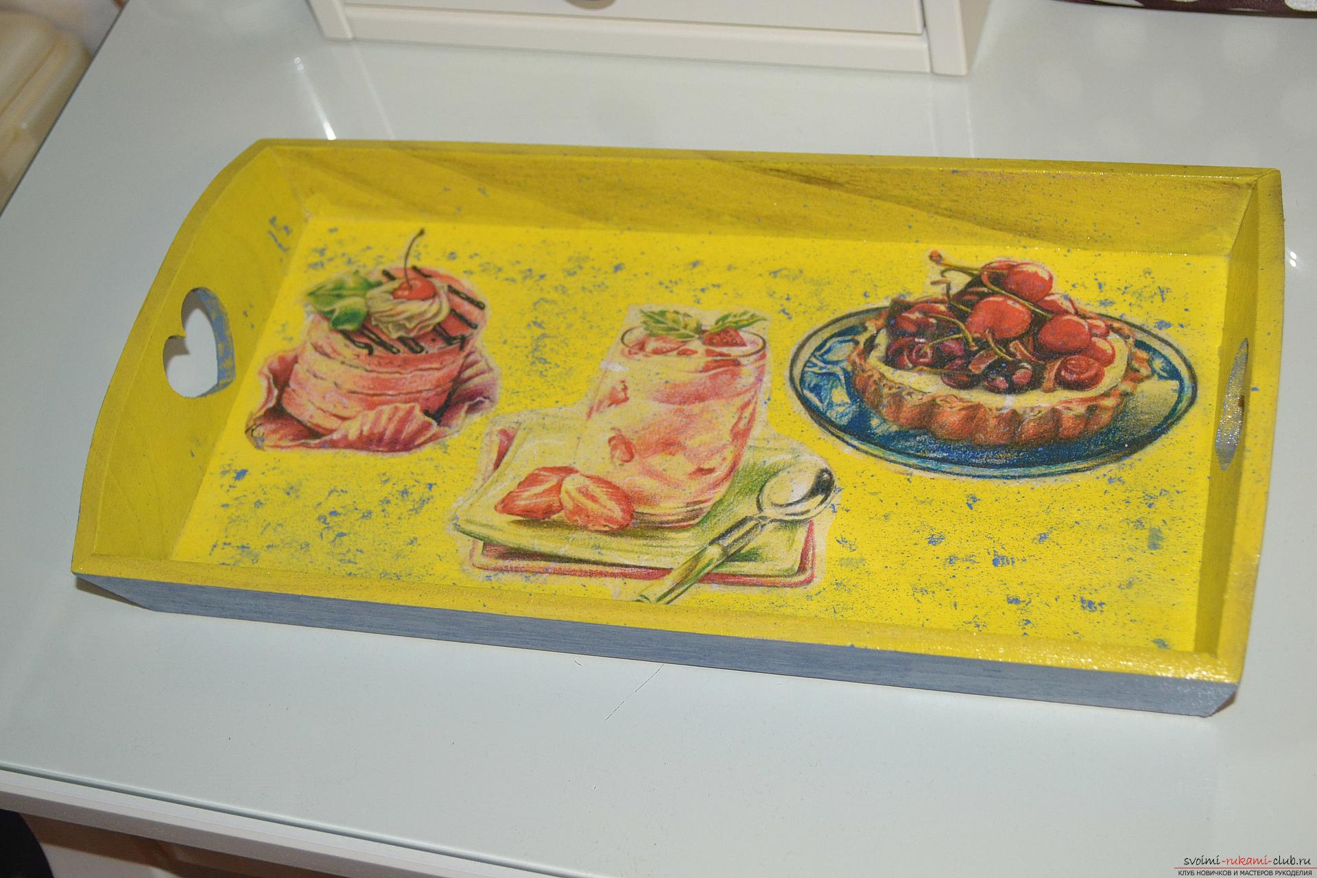 A wooden tray decorated with decoupage. Photo # 2