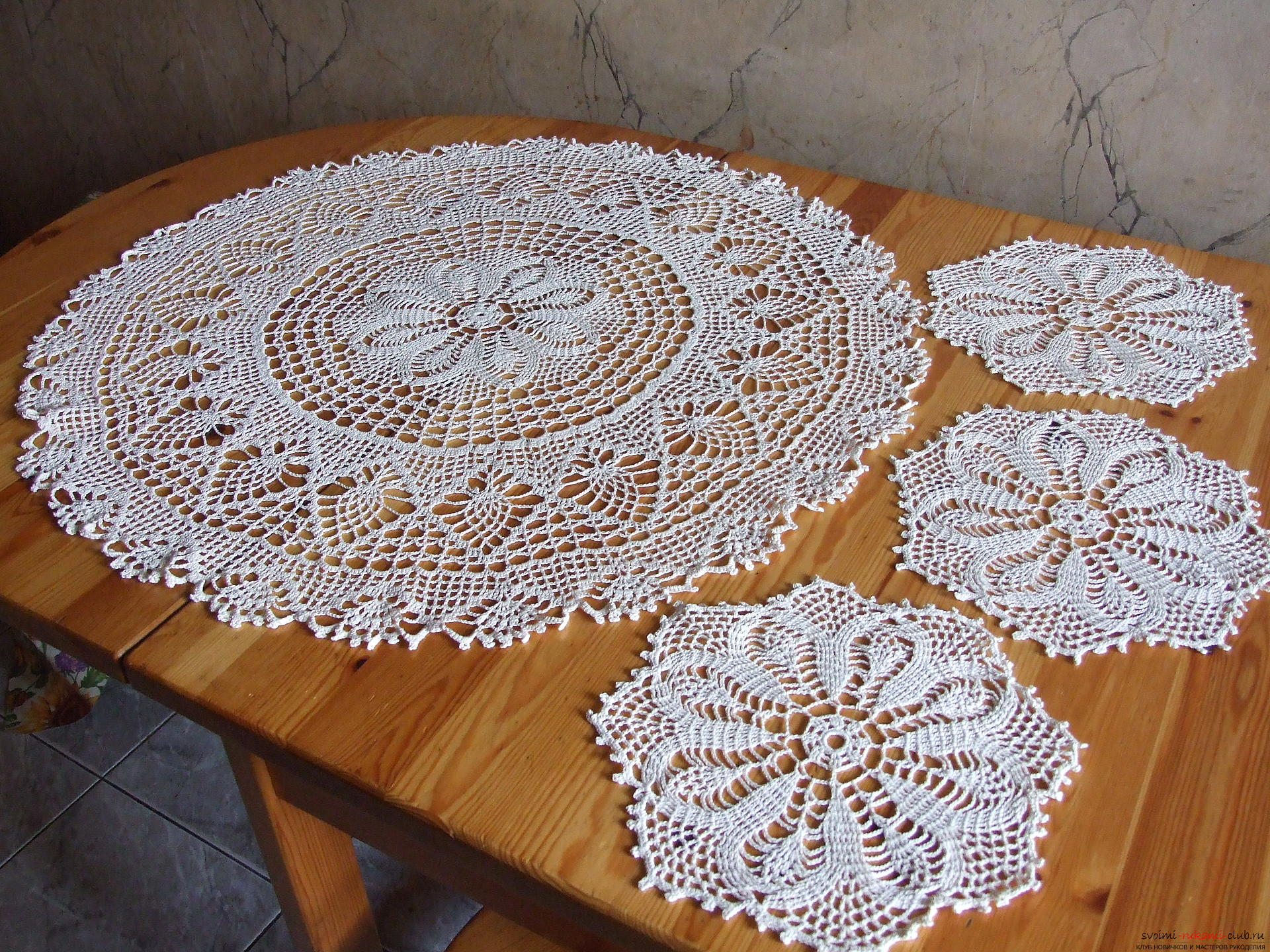 Openwork round tablecloth and napkins. Photo # 2