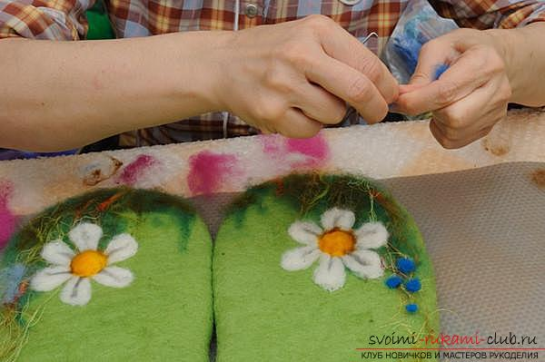 How to create your own comfortable slippers by felting. Photo number 12