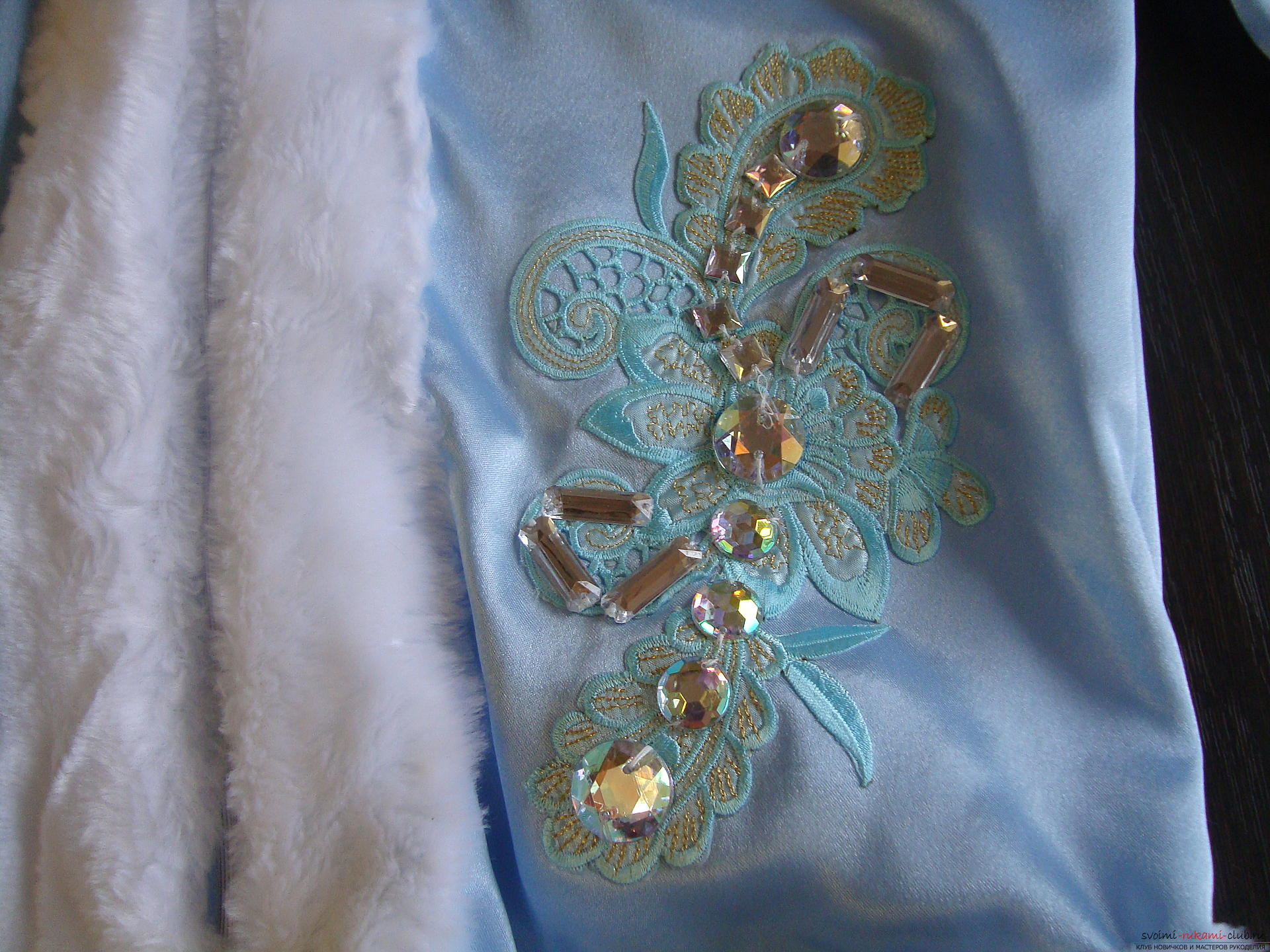 Carnival costumes for the girl's mother can sew by hand. The Snow Maiden costume will appeal to many girls .. Photo №17