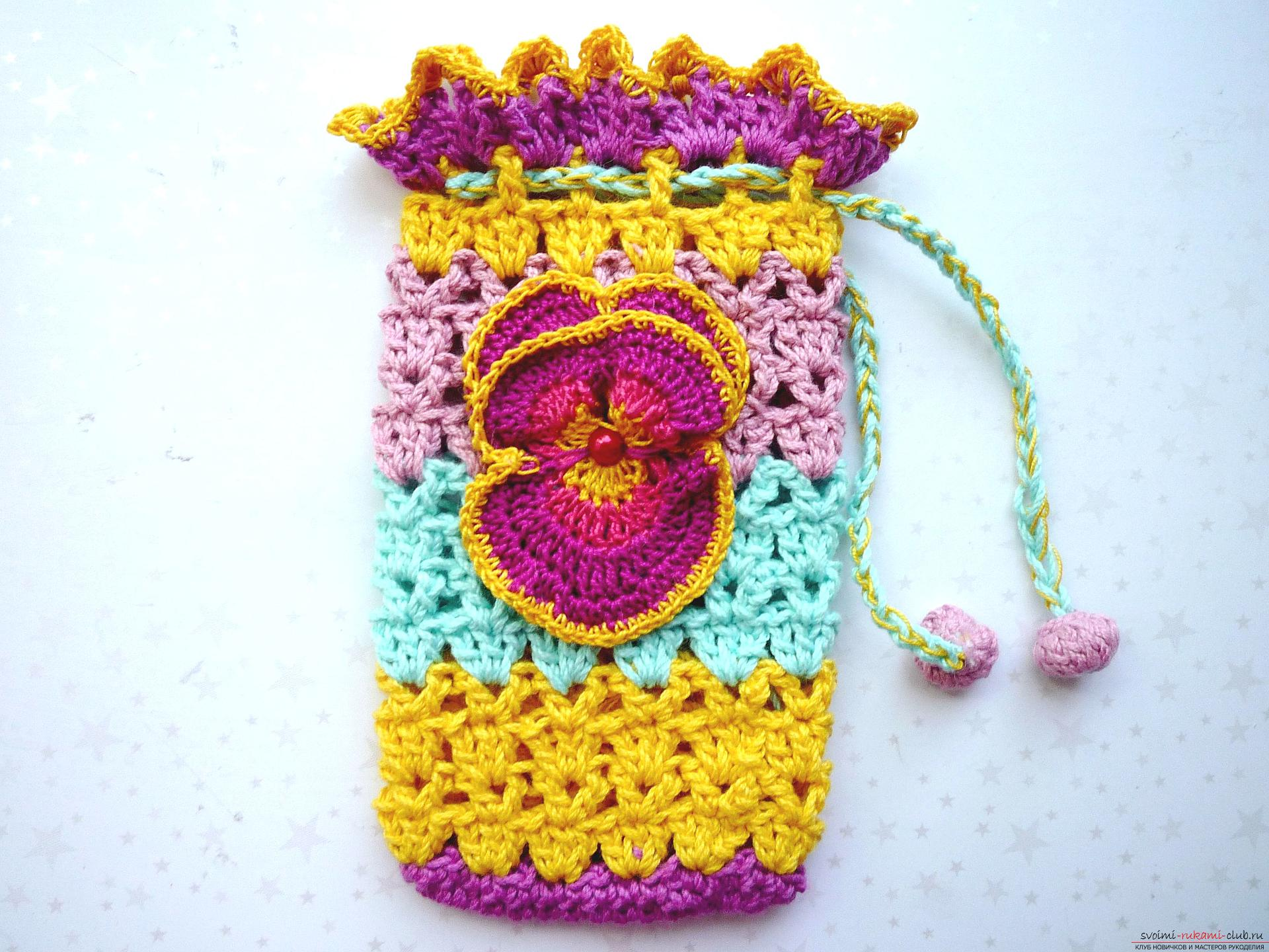 A master class with a photo will help you learn how to knit a unique bag with a crochet, in this description you will also get acquainted with the knitting of a cover for the phone .. Photo №15