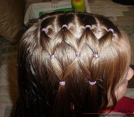 Step-by-step execution of hairstyles for girls of early and adolescence. Picture №3