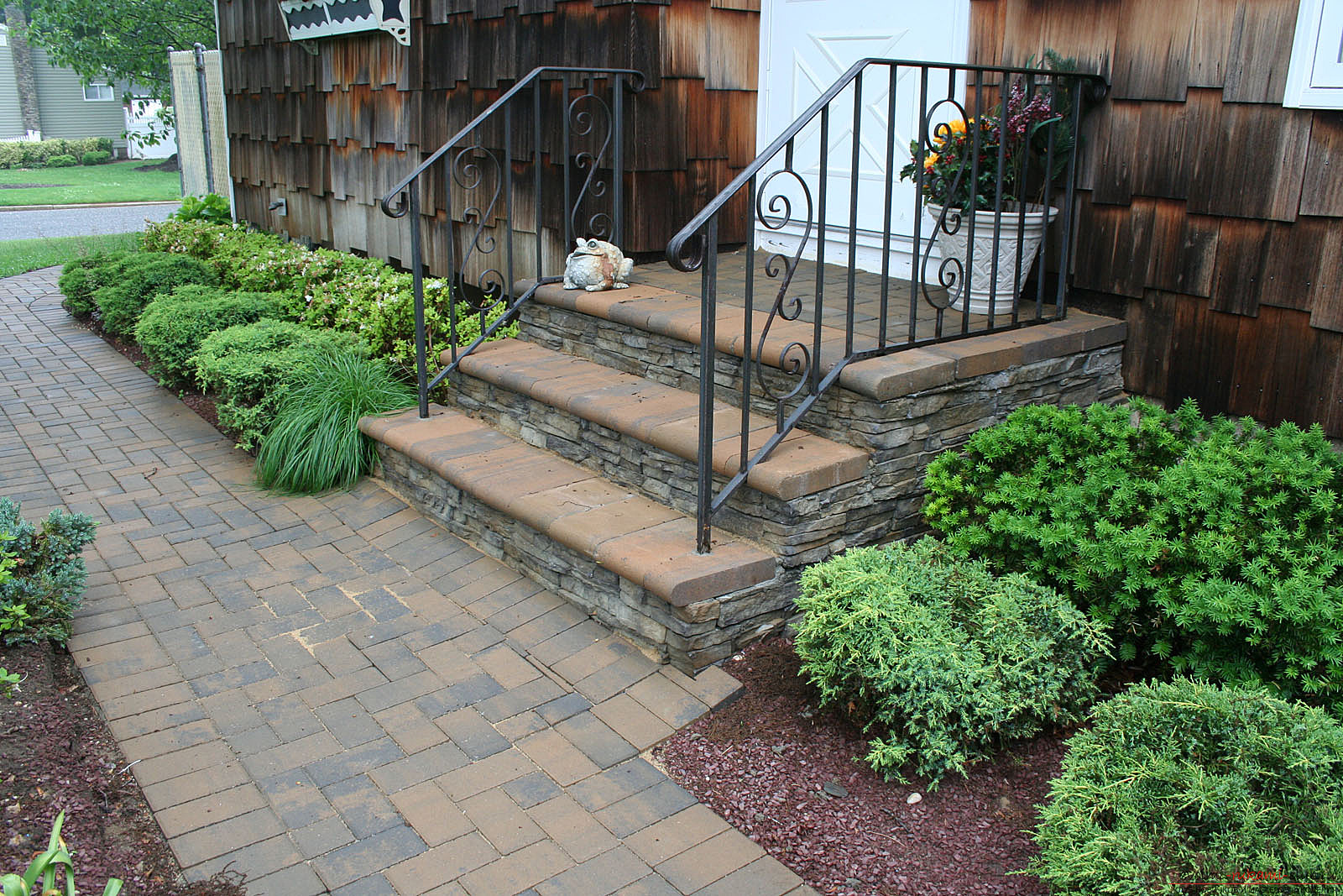 How to make a beautiful stone decoration of the entrance to the yard? What materials should I use ?. Photo # 2