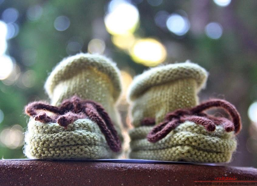 Knitted baby booties. Photo №4