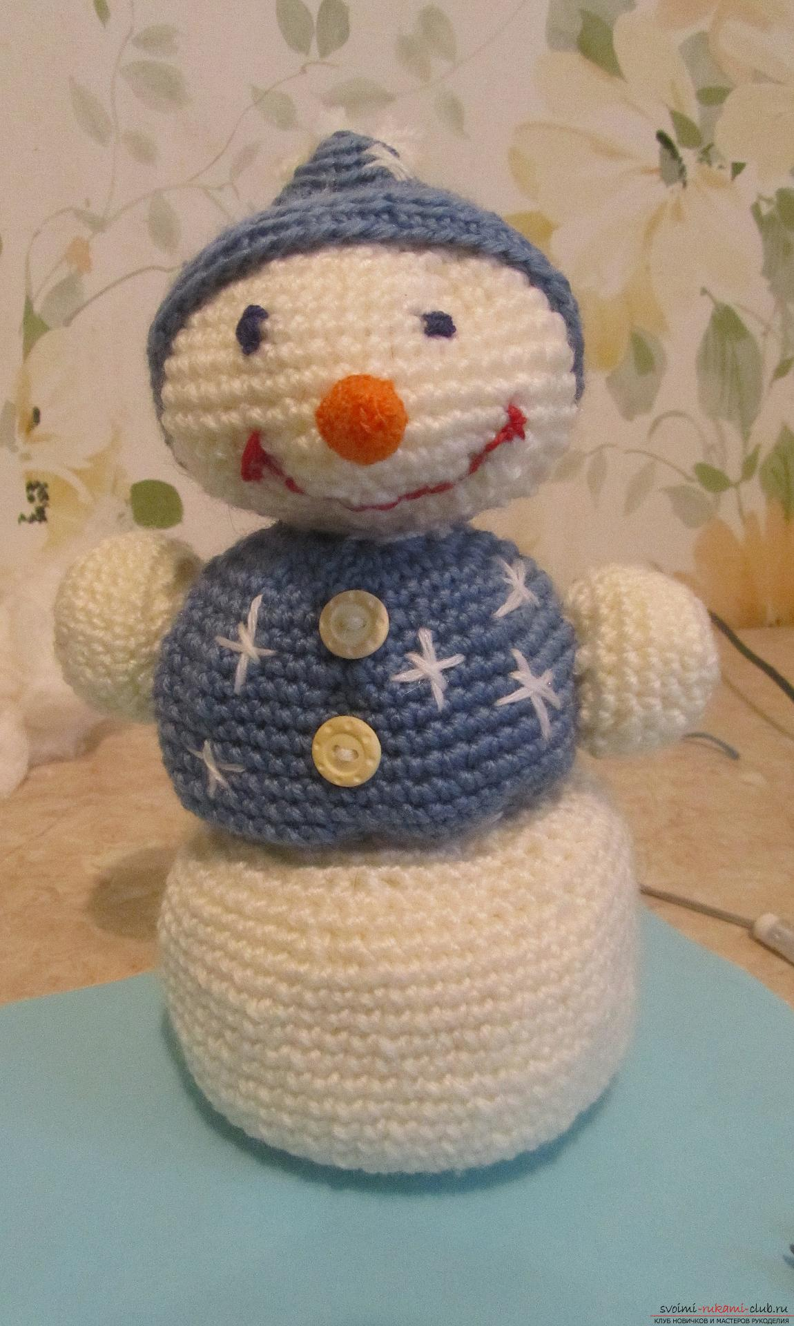 The master class will tell you how to create a New Year's craft - a crocheted snowman Stepu. Photo №61