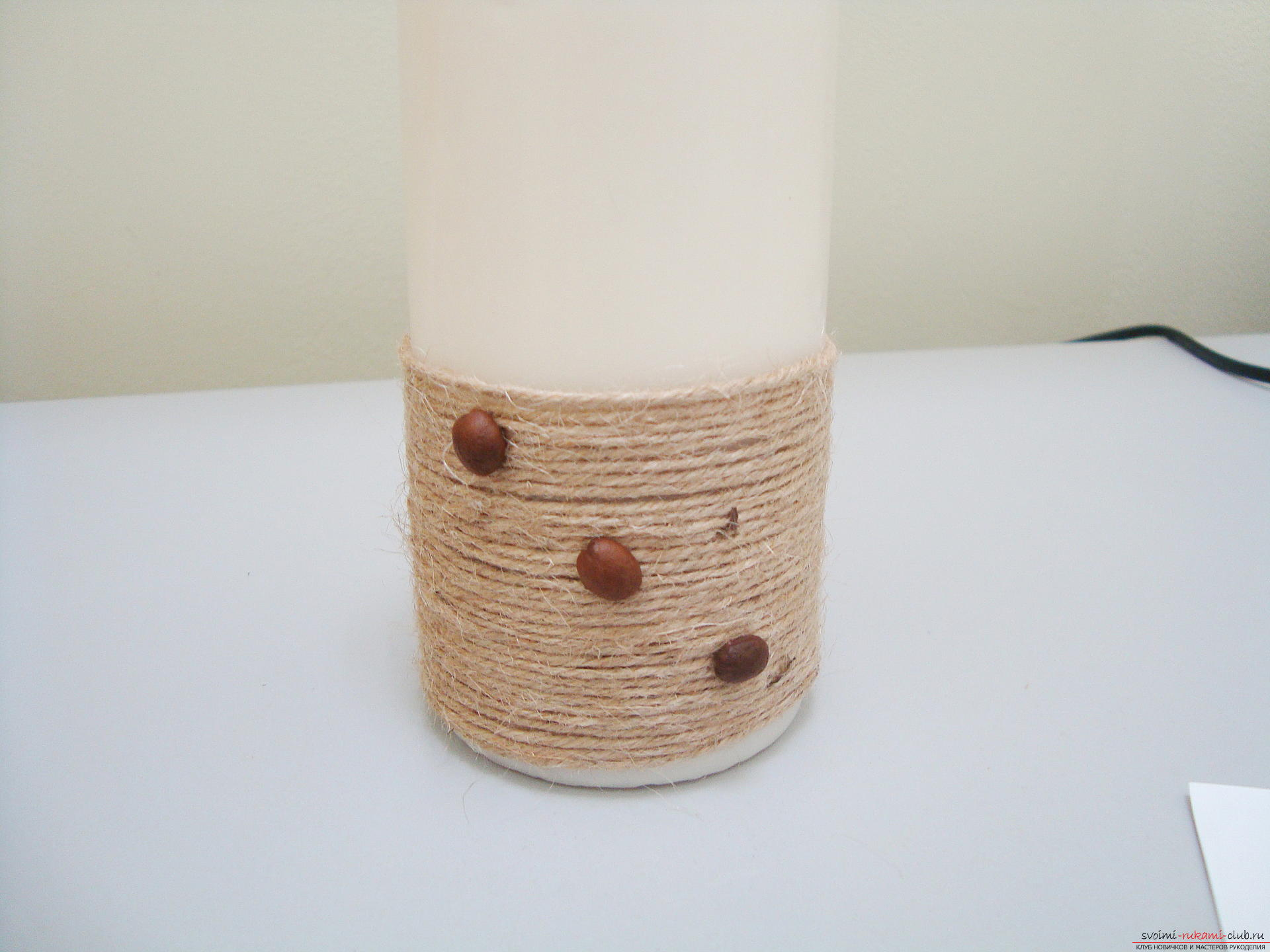 Photos to the step-by-step guide on making a decorative candle made from coffee beans. Photo №6