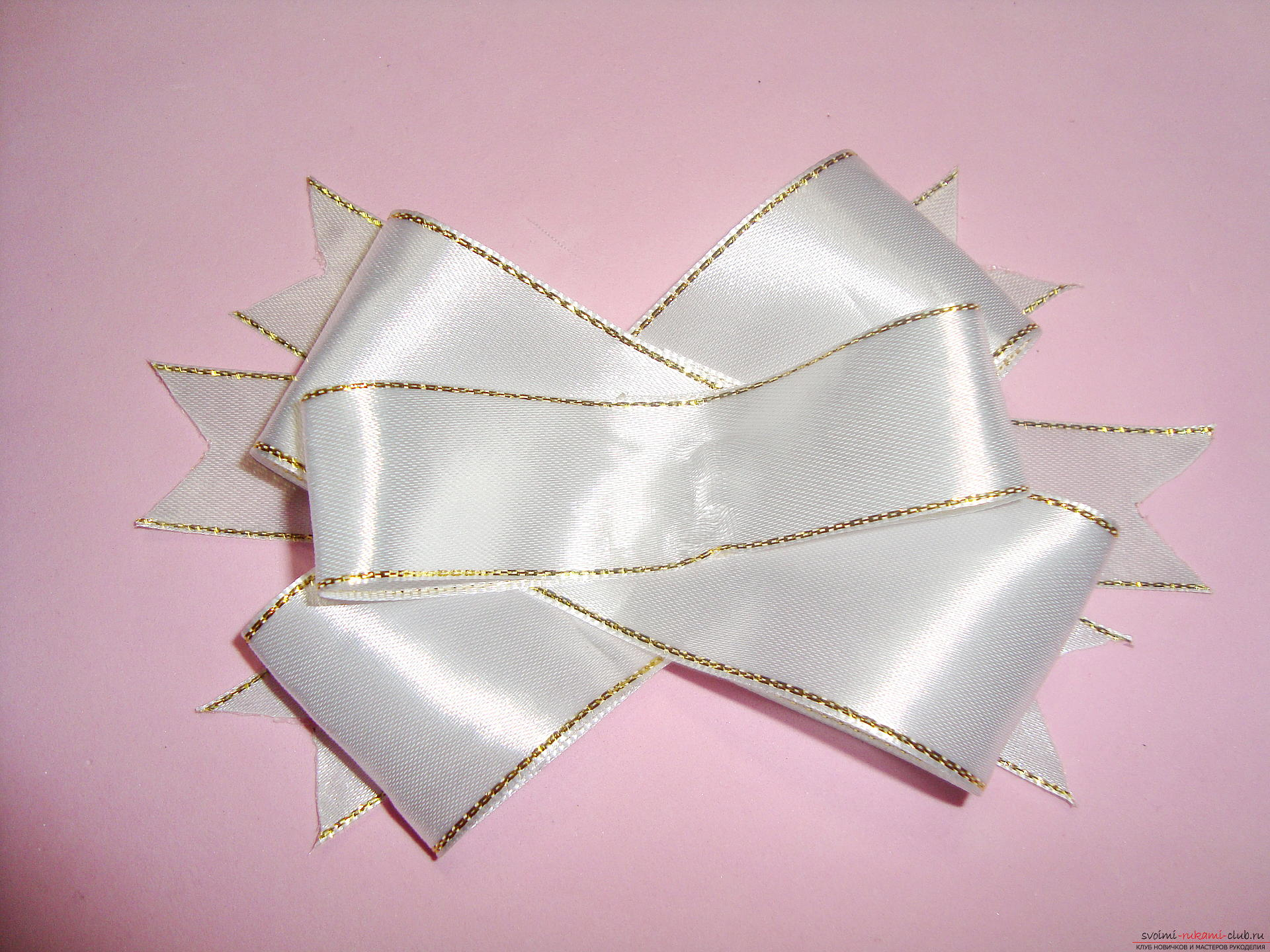 Photo-instruction for making festive bows for girls. Photo №13
