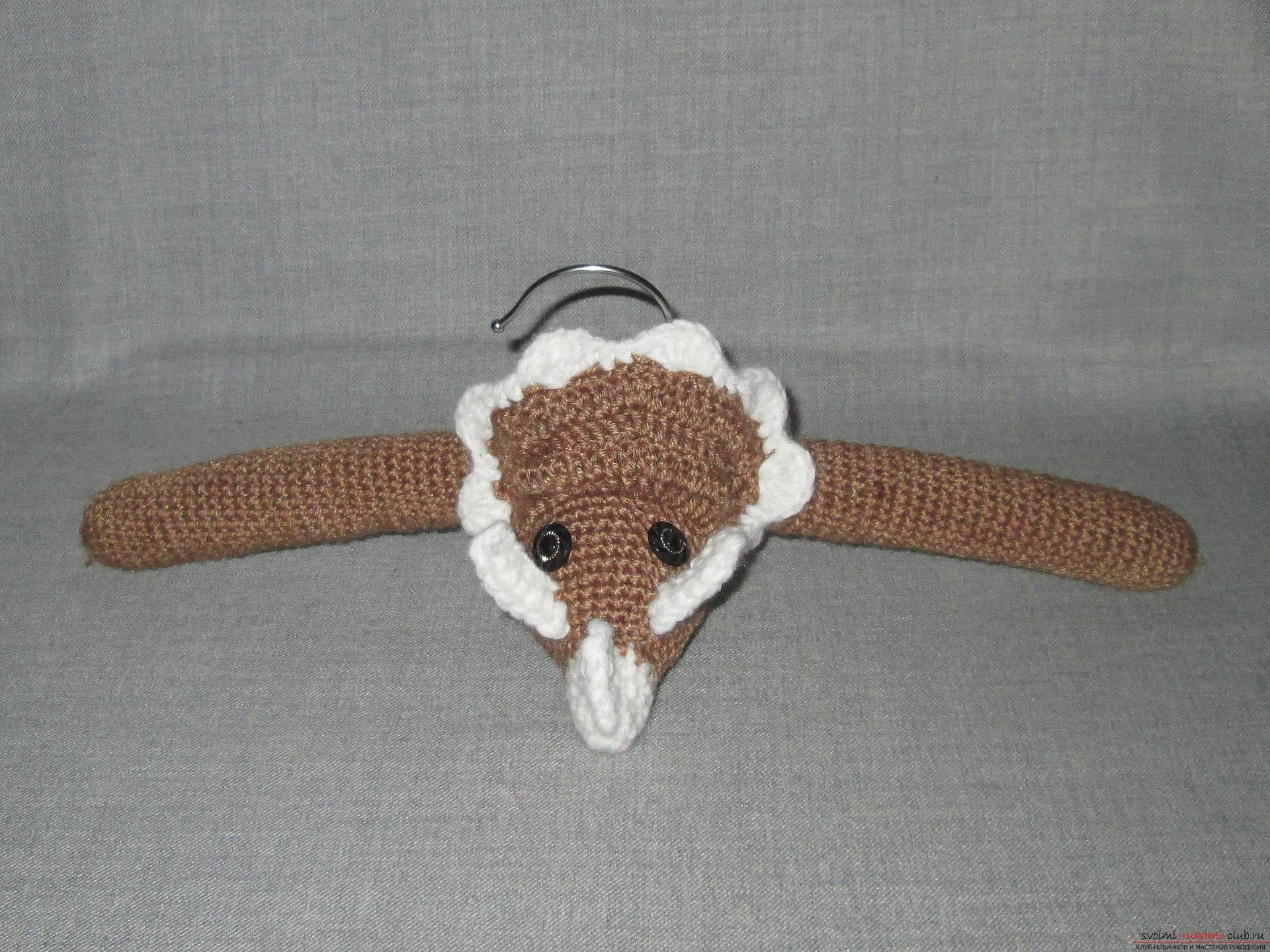 A master class of crocheting for children will teach you how to make an interesting hand-crafted article from a hanger. Photo Number 21