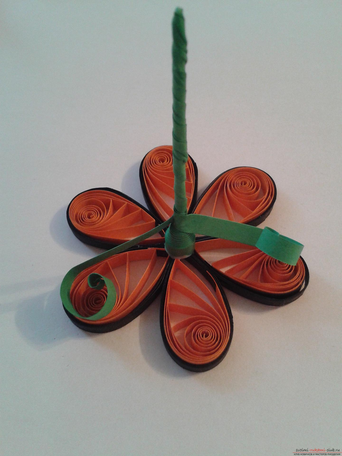 This detailed master-class of quilling colors will tell you how to make your own hands a bouquet in the basket .. Photo №19