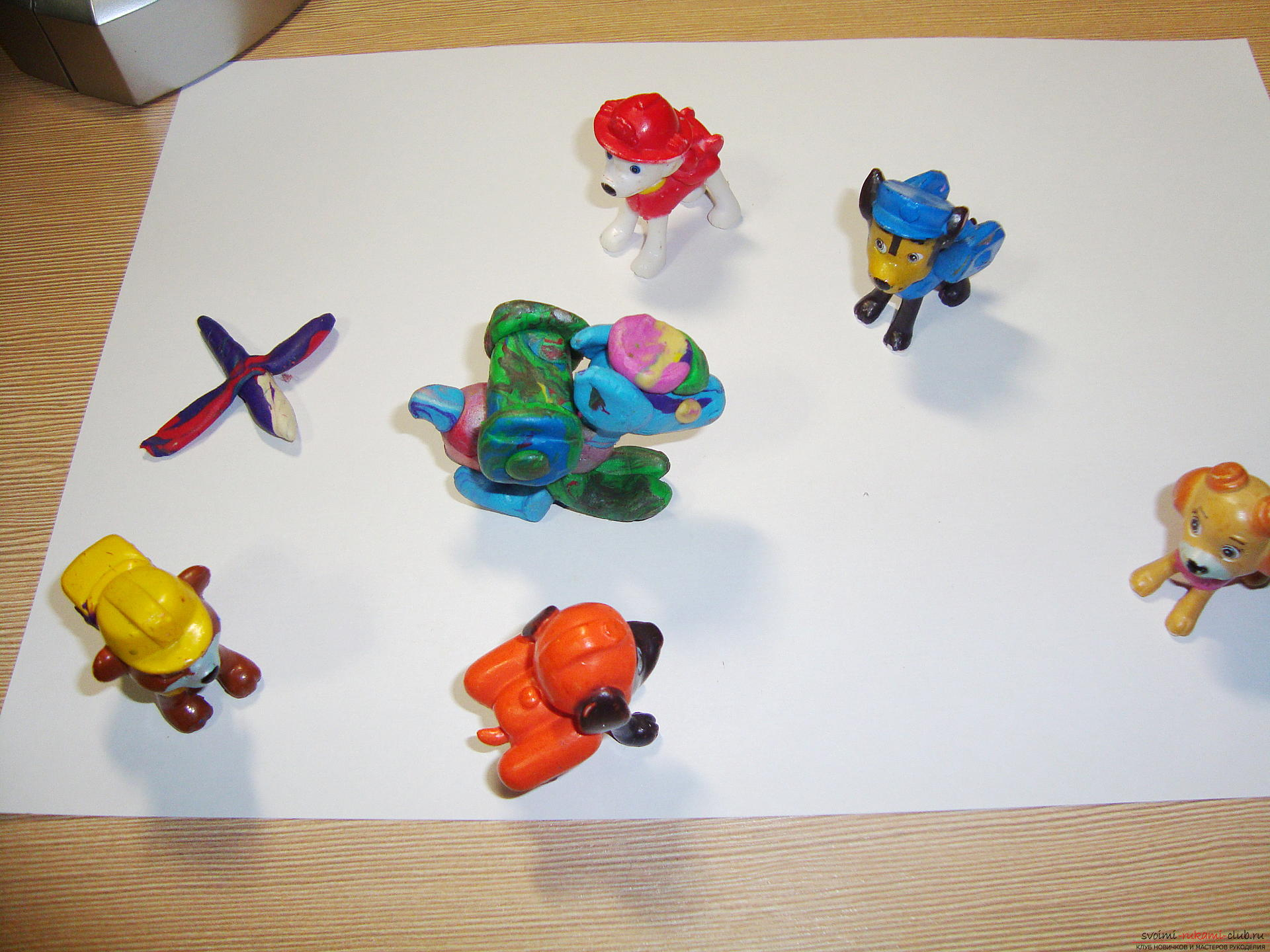 Interesting toys can be made with their own hands, copying cartoon characters. Crafts made of plasticine in the form of a Racer, surely like the child, if he looks Puppy patrol .. Photo # 4
