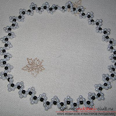 Different schemes of weaving necklaces from beads. Ornaments on the neck, created with the help of different beadwork techniques. Photo # 6