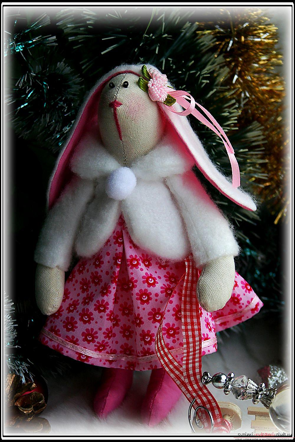 A master class on the creation of a New Year's doll will help to make a hare to Tilda with his own hands. Photo №1