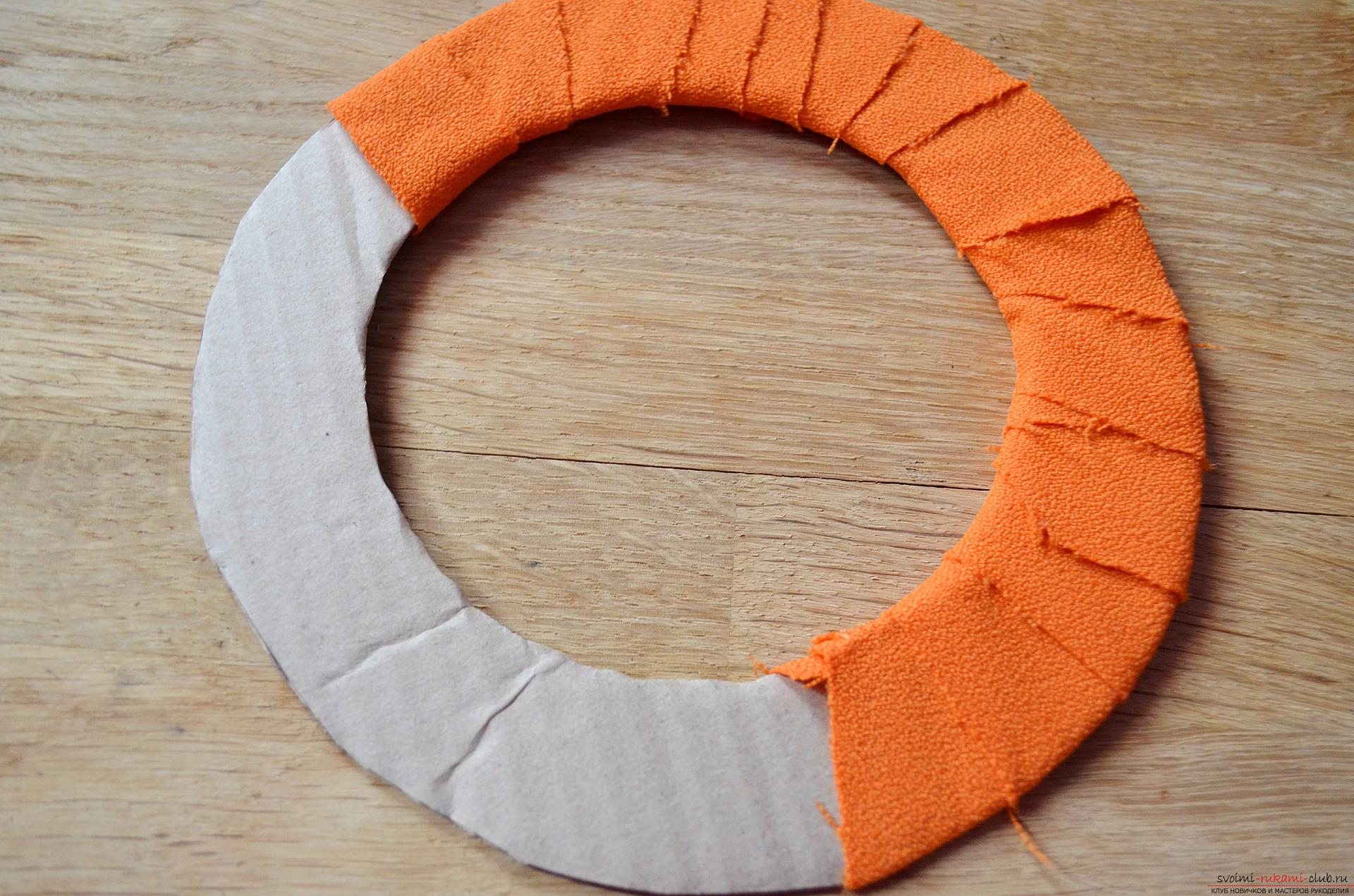 Photo of a wreath making on Halloween. Picture №3