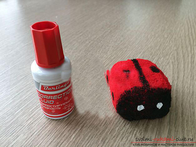 How to make a gift by March 8 with your own hands - a ladybug from a foam sponge. Photo Number 11