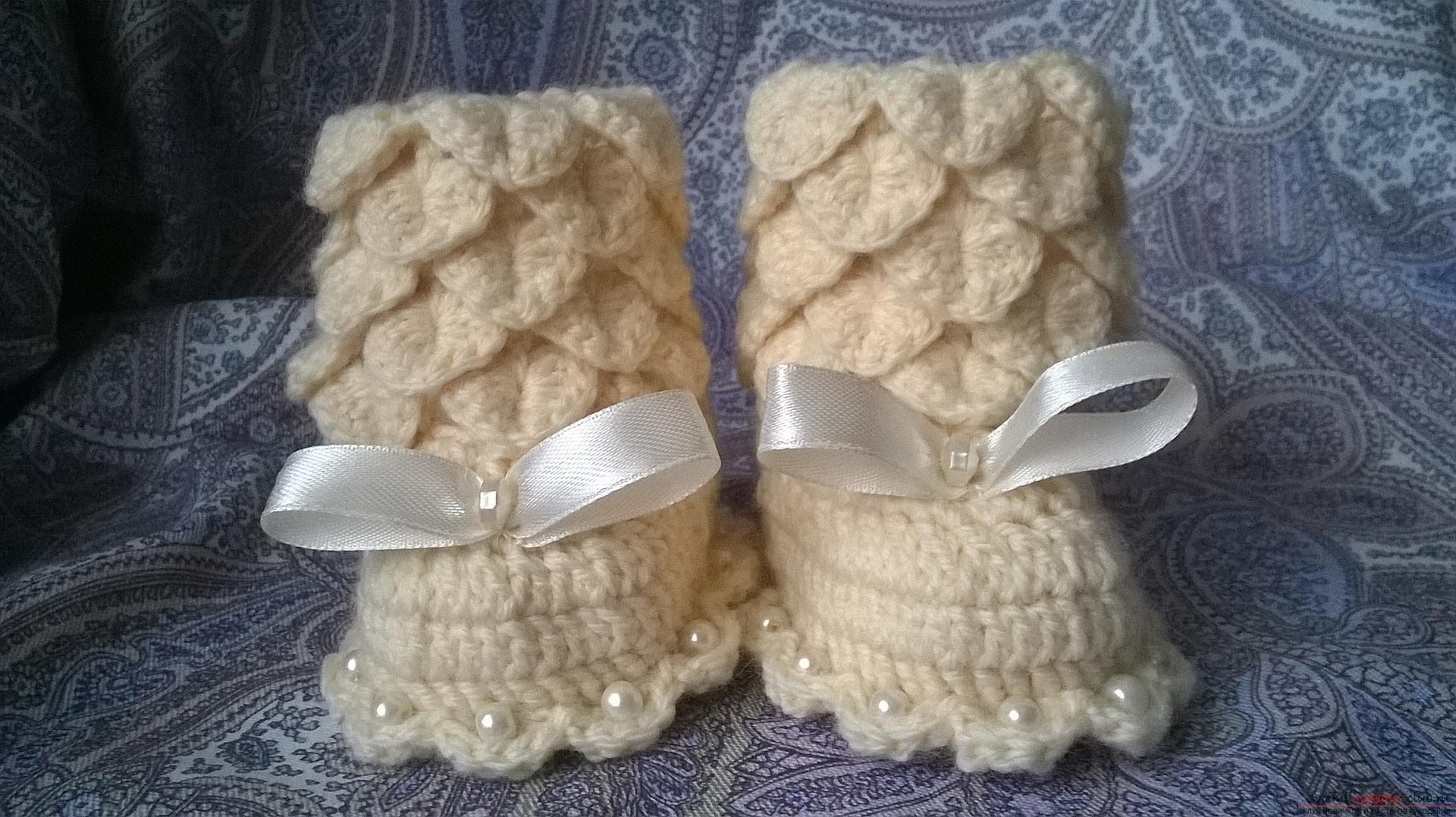 This master class with a description, a diagram and a video will teach how to knit booties crocheted .. Photo # 1