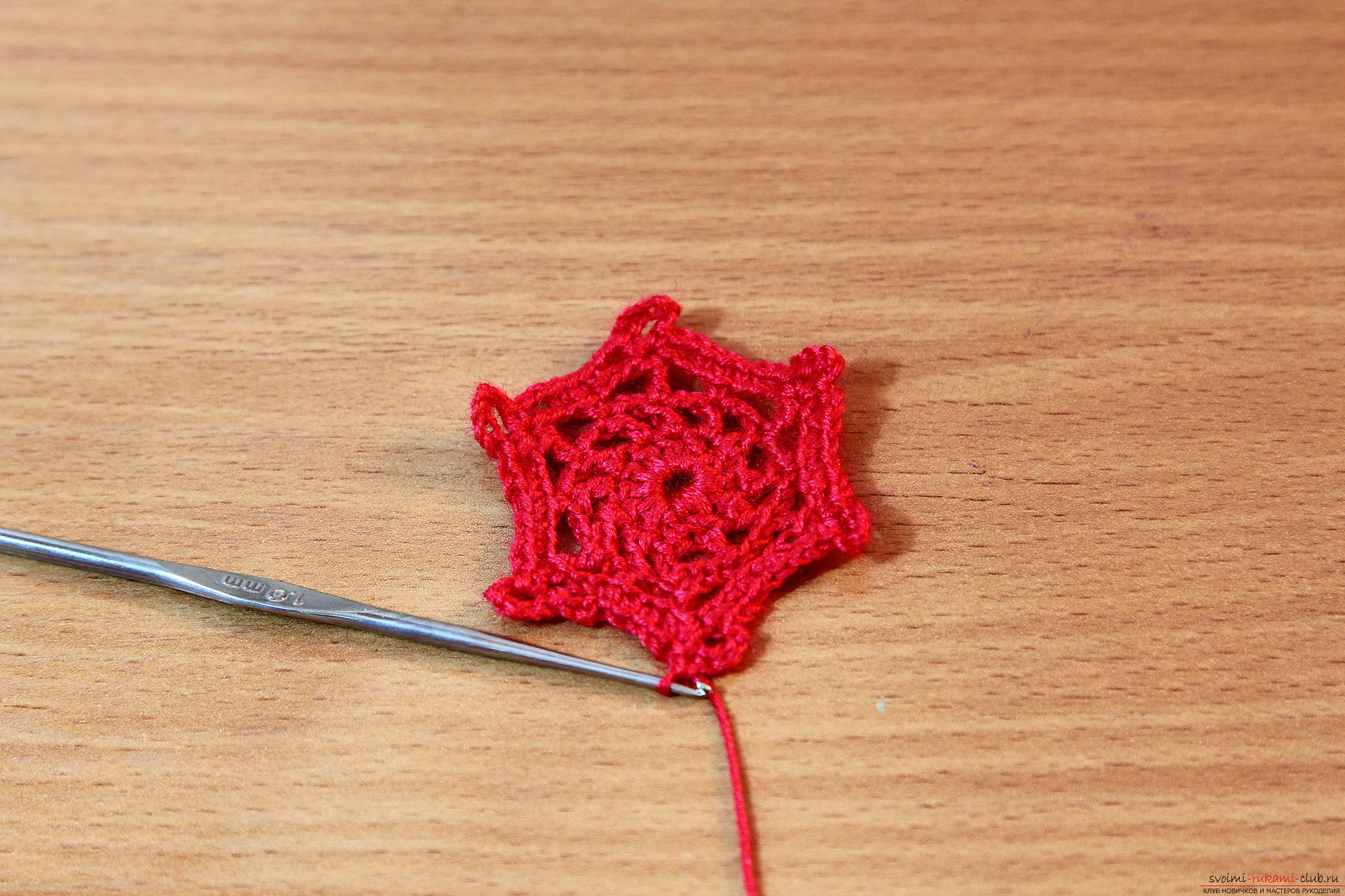 The master class will teach how to crochet a New Year's craft - a knitted Christmas tree toy. Photo №5