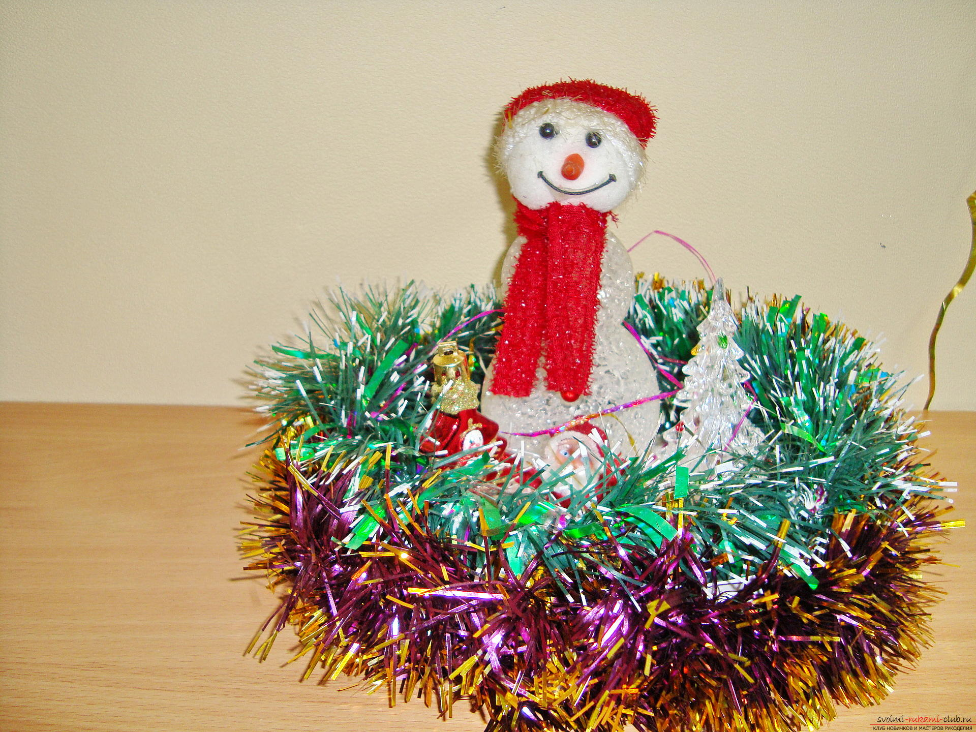 A master class with a photo and description will teach you how to make your own New Year's hand-made snowman. Photo # 2