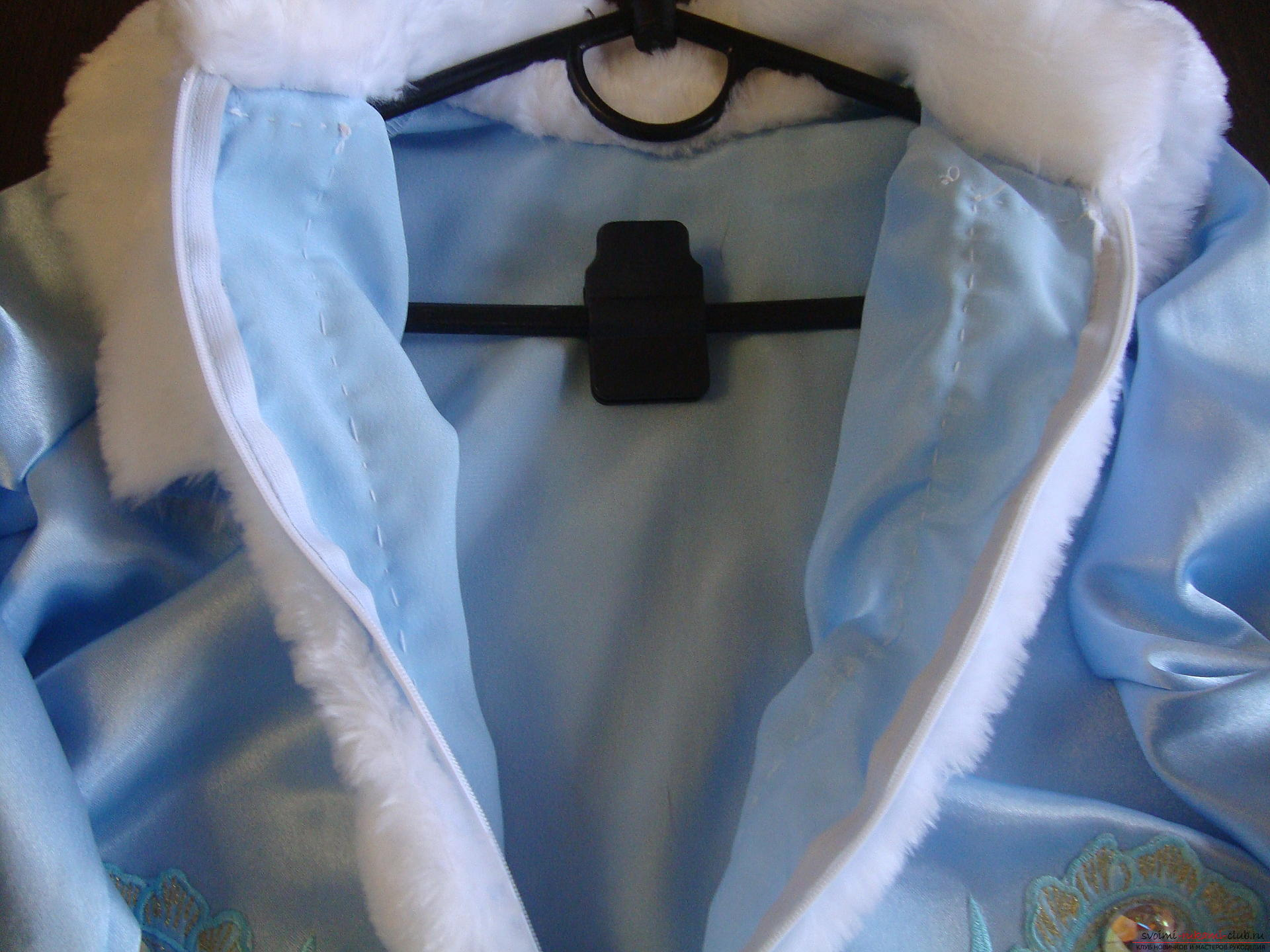 Carnival costumes for the girl's mother can sew by hand. The Snow Maiden costume will appeal to many girls .. Photo # 20