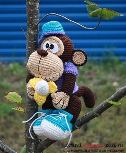 Monkey amigurumi with his hands with a step-by-step description and photo. Photo # 2
