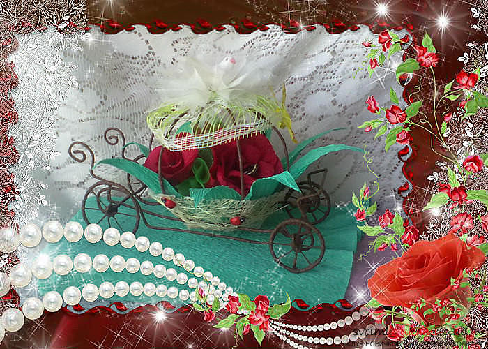 A carriage of wire decorated with flowers from sweets. Photo №1